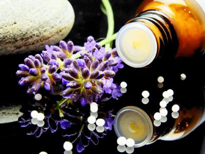 Homöopathie, Bild von Bruno Glätsch by pixabay © Kersten Sitte, www.essbarewildpflanzen.at